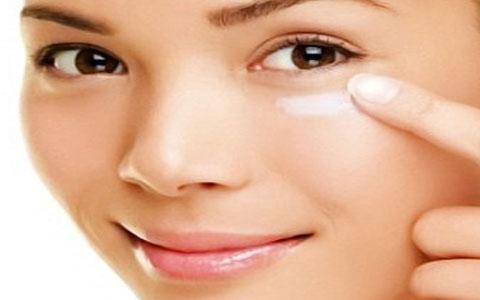 با این کرم های مرطوب کننده مشکلات پوستتان را چند برابر می کنید