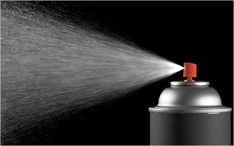 خطرات اسپری های ضدبو برای پوست