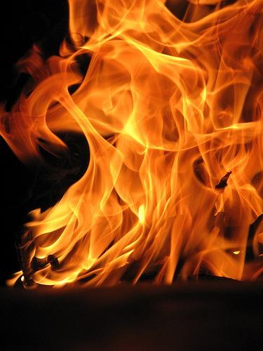آتش سوزی گسترده در انبار ابر و اسفنج کهریزک