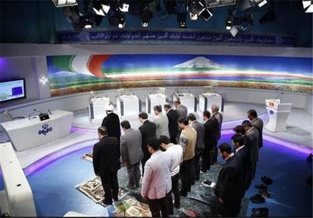 ابتکار قابل تحسین برنامه مناظره هنگام نماز در شبکه یک+ عکس