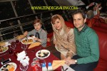پویا امینی و همسر و فرزندش در رستوران برج میلاد
