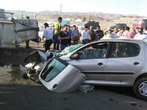 تصادف وحشتناک یک پژو206 با یک کامیون در کمربندی نوشهر-چالوس