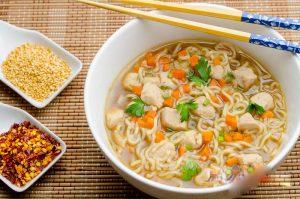 طرز تهیه سوپ نودل با مرغ