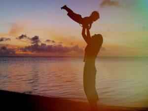 عوارض خطرناک پرتاب کردن کودک
