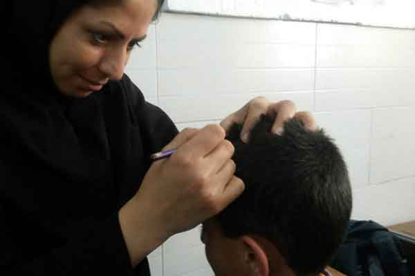 ترویج شپش در موهای دانش آموزان در بازگشایی مدارس