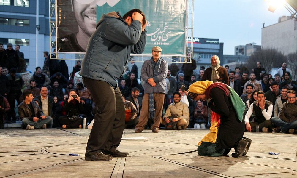 باز نمایی بشر در تئاتر خیابانی / تئاتر خیابانی و جامعه شهری؛ بایدها و نبایدها