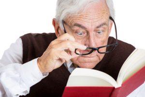 هشدار جدی دکتر اشراقی: سرخود عینک مطالعه نخرید.