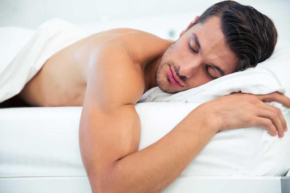 فواید برهنه خوابیدن