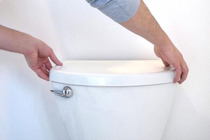 شستشوی داخل فلاش تانک توالت